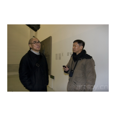 左一 艺术家 谷文达