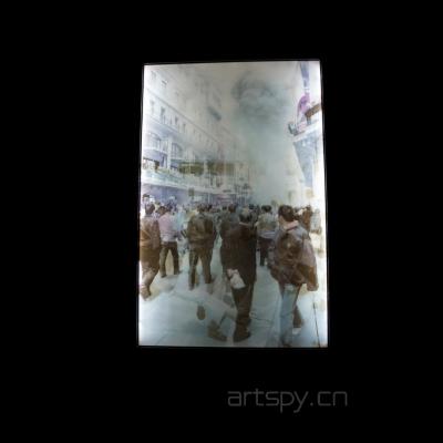 靳山灯箱装置《贝鲁特和上海上空的云》