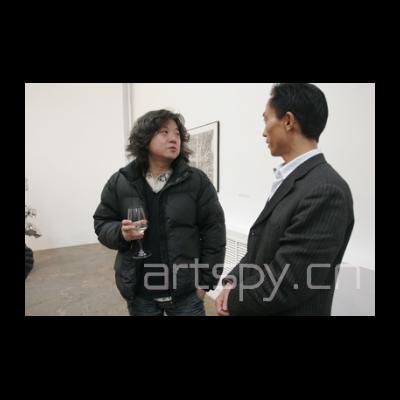 左起一 艺术家 杨洮