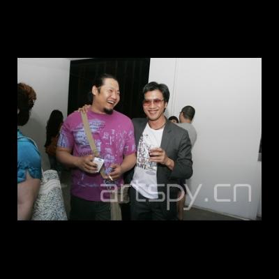 左一 艺术家 李晖