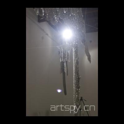 钢垫圈编成的虎皮甲在灯光的映射下格外的闪耀