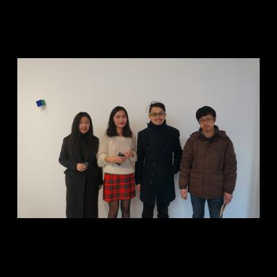 策展人公园小组(左一左二)和参展艺术家